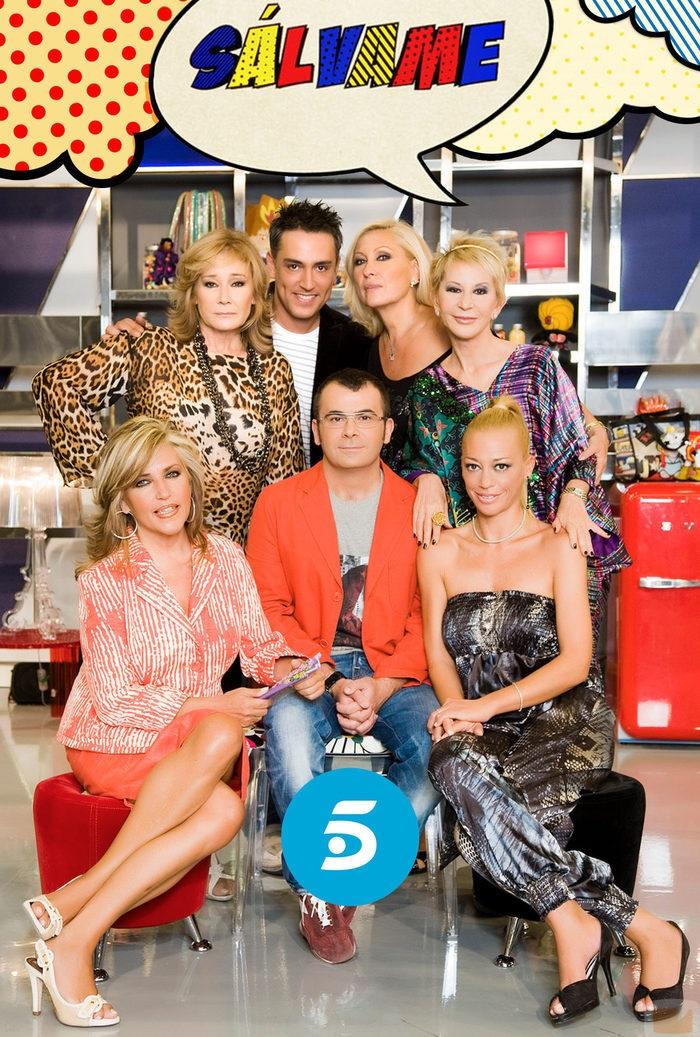Jorge Javier posa con algunos de los colaboradores del programa de Telecinco