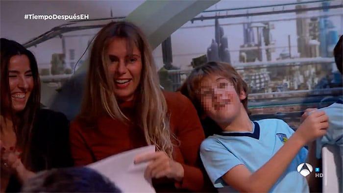 La mujer y el hijo de Arturo Valls en una de sus pocas apariciones públicas