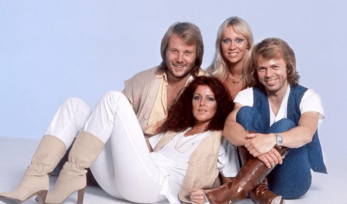 'Gimme! Gimme! Gimme! (A Man After Midnight)', de ABBA: letra (en español), historia y video) 1